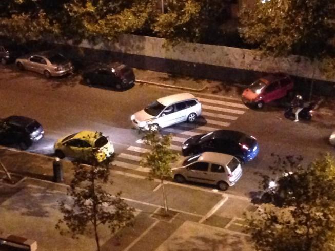 FOTO – Panico sulla Lungoirno, auto tampona un altro veicolo in sosta - aSalerno.it