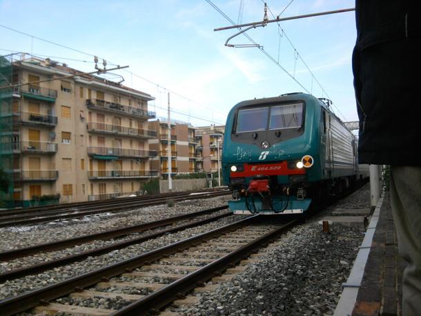 Allarmismo sul treno Cosenza-Sapri per una valigia sospetta - aSalerno.it