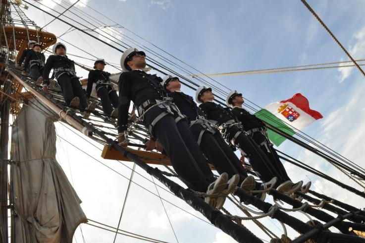 """La nave scuola """"Palinuro"""" arriva al porto di Salerno - aSalerno.it"""