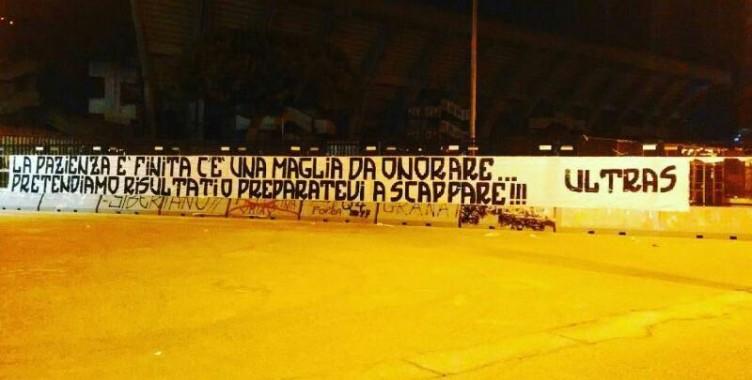 """""""Pazienza finita"""" duro striscione ultras contro società e calciatori - aSalerno.it"""