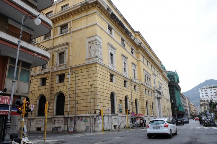 Hotel extra-lusso al posto delle Poste centrali, c'è la Rainone - aSalerno.it
