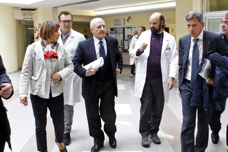"""Sanità, De Luca rivela: """"Potranno essere chiuse strutture non idonee"""" - aSalerno.it"""