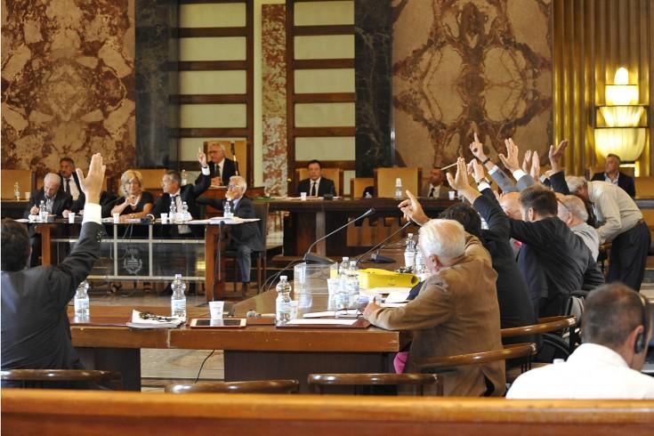 """Gli studenti del """"De Sanctis"""" in consiglio comunale - aSalerno.it"""