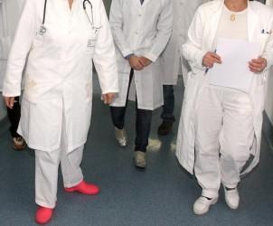Sal : visita studenti medicina all'ospedale san leonardo nella foto gli studenti visitano il reparto di pediatria