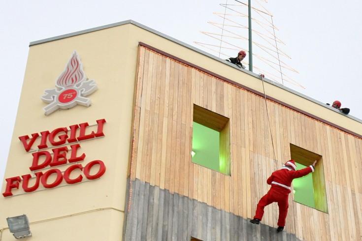 Salerno, domenica i vigili del fuoco si travestono da Babbo Natale - aSalerno.it