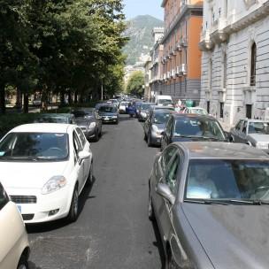 04 08 2011 Salerno lungomare Traffico a Lungomare Trieste per causa lavori di rifacimento del manto stradale