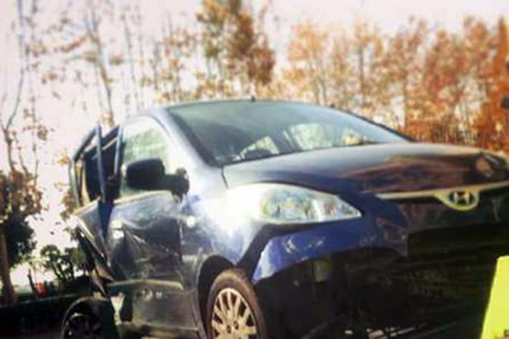 Ritrova la propria auto parcheggiata a Via Roma interamente distrutta - aSalerno.it