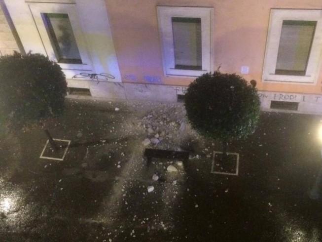 """Cade il cornicione della scuola """"Vicinanza"""" sul Corso, nessun ferito - aSalerno.it"""