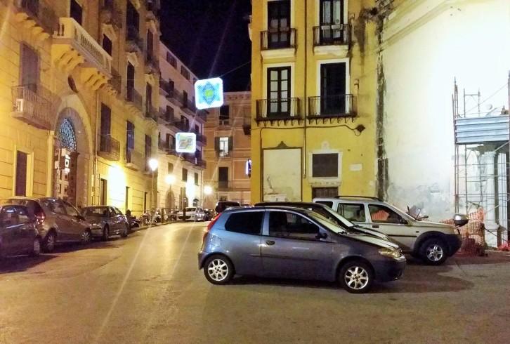 Largo Plebiscito, rabbia per il parcheggio selvaggio - aSalerno.it