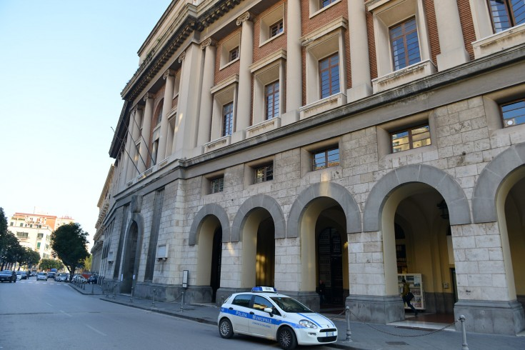 Spacciava vicino a Palazzo di Città, arrestato 23enne trovato con 40 dosi di eroina - aSalerno.it