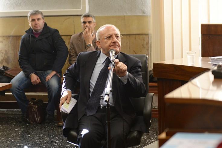 """De Luca sfida Di Battista:""""Dove e quanto vuoi, parliamo di trasparenza"""" - aSalerno.it"""