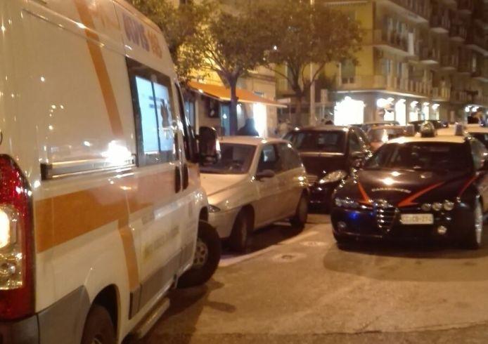 LE FOTO – In preda a una crisi di nervi, lo calmano anche i Carabinieri - aSalerno.it