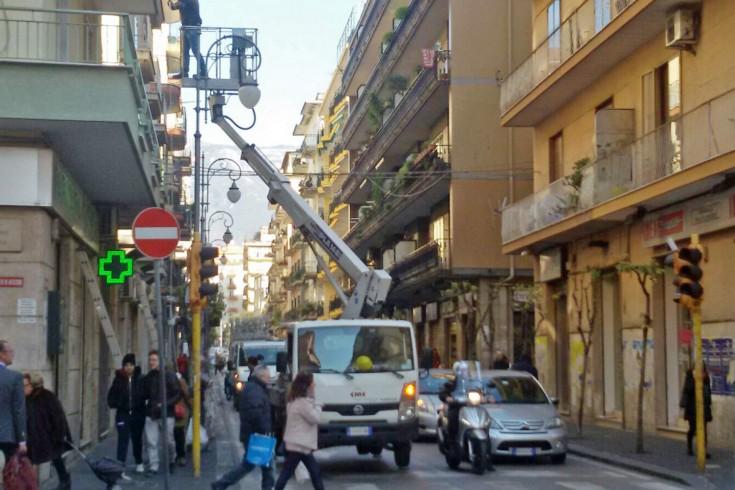 FOTO – Inizia lo smontaggio delle Luci d'Artista - aSalerno.it