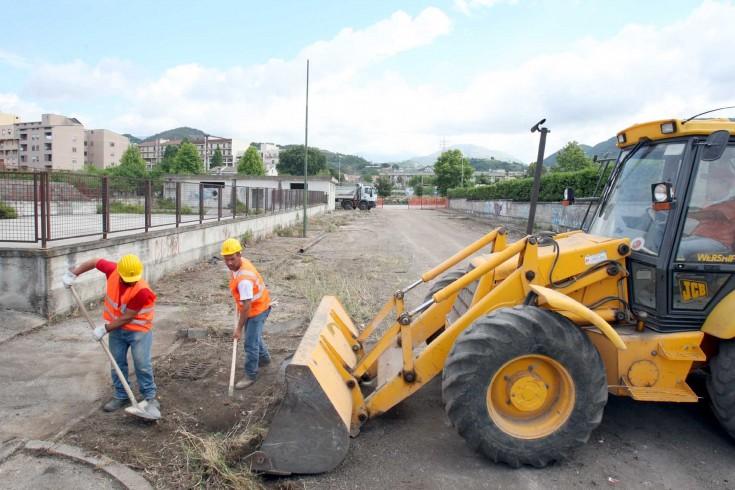 Riprendono i lavori per le opere pubbliche a Cava: scuole, strade e condotti idrici - aSalerno.it