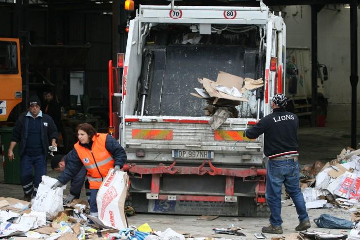 Salerno Pulita potenzia il servizio di raccolta a domicilio dei rifiuti - aSalerno.it