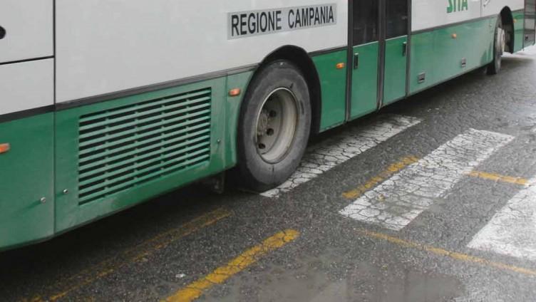 Salerno, tentata aggressione all'autista del bus: bloccato nigeriano nella notte - aSalerno.it