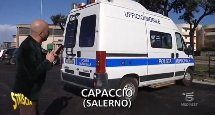 """VIDEO-Striscia a Capaccio: """"assicurazioni invisibili"""" per la Municipale - aSalerno.it"""