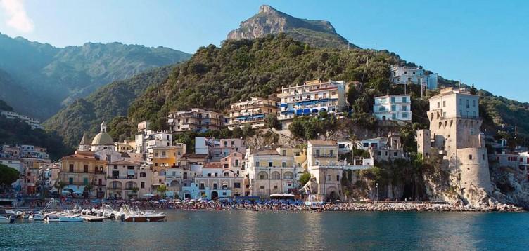 Turista inglese stroncato da un infarto a Cetara - aSalerno.it
