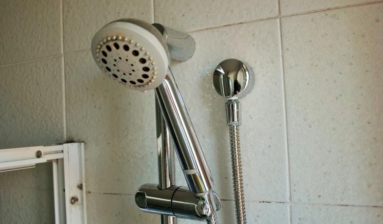 Si fa la doccia dopo il cenone e sviene, ricoverata una 14enne di Cava - aSalerno.it