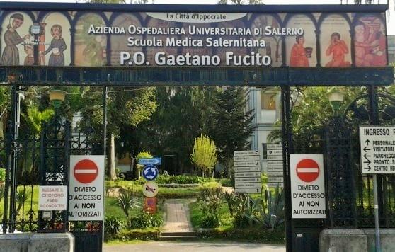 Si chiude del reparto e minaccia i medici, intervengono i Carabinieri a Mercato San Severino - aSalerno.it