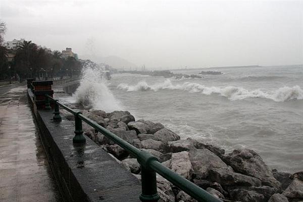 Temporali e raffiche di vento: torna l'allarme meteo a Salerno - aSalerno.it
