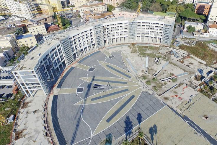 Rifiuti abbandonati in Piazza della Libertà, intervento di sanificazione da 2.440 euro - aSalerno.it
