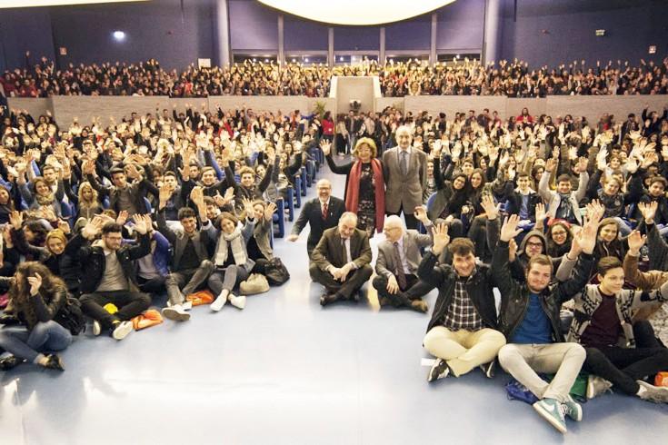 """Il prefetto agli studenti """"Impegno affinché il futuro non vi sia rubato"""" - aSalerno.it"""