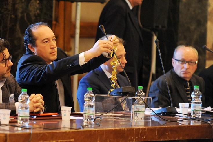 """Stepchild adoption, Adinolfi: """"In consiglio comunale con un fiocco bianco"""" - aSalerno.it"""