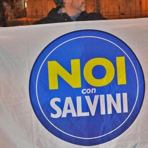 Salerno Piazza Vittorio Veneto. Sit in di protesta di 'Noi con Salvini' sull'allarme sicurezza