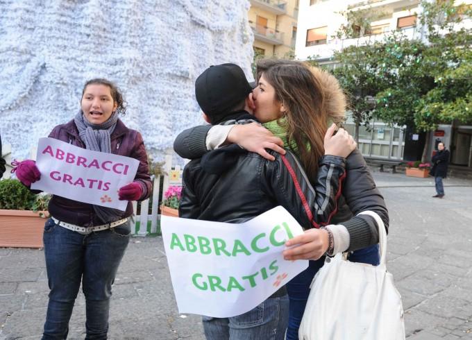 """Sulle note di Rocco Hunt """"abbracci gratis"""" a Mercato San Severino - aSalerno.it"""