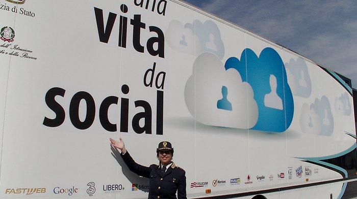 I pericoli del web: la Polizia postale entra nelle scuole salernitane - aSalerno.it