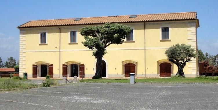 """Danneggia il caseificio """"Tenuta Doria"""" con un'ascia, arrestato 36enne - aSalerno.it"""