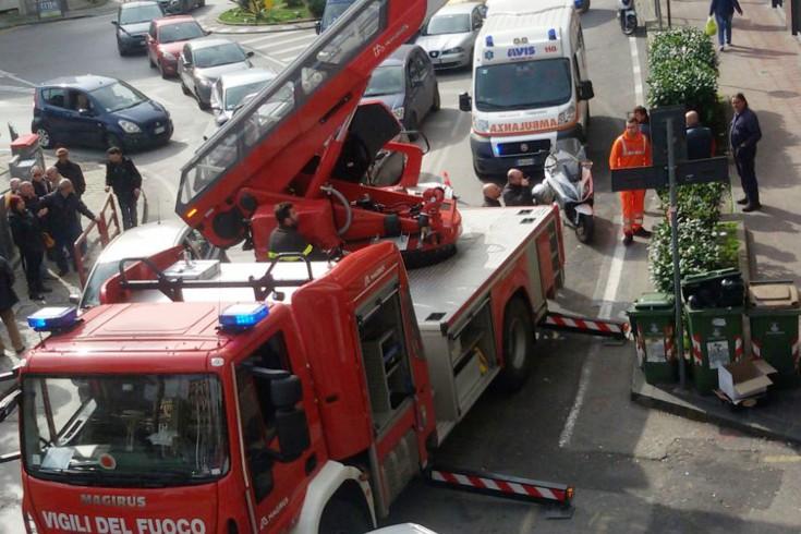 Anziano non risponde, intervengono i vigili del fuoco in via Irno - aSalerno.it