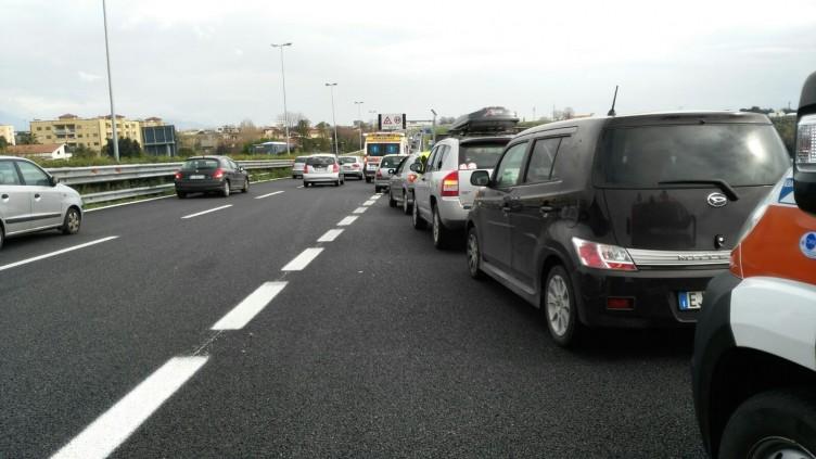 FOTO – Incidente in tangenziale, quattro auto coinvolte - aSalerno.it