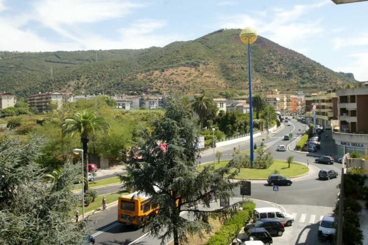 Parco Arbostella, previsto l'abbattimento di quattro alberi pericolanti - aSalerno.it