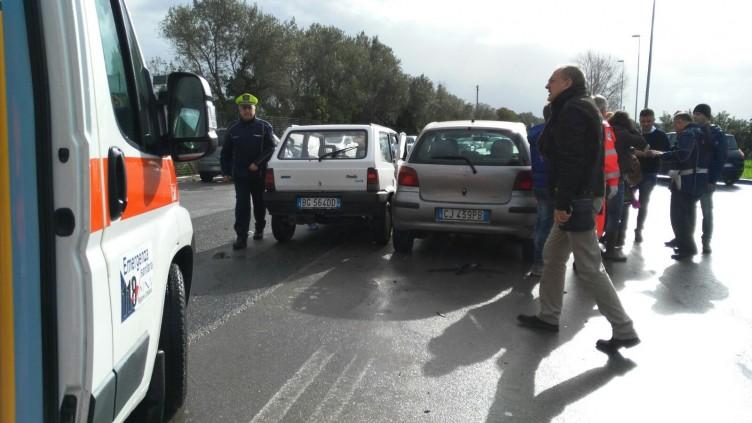 Incidente al sottopasso San Leonardo, ferite due persone - aSalerno.it