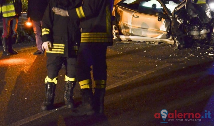 Fiamme in un garage di Castellabate, distrutte tre auto - aSalerno.it