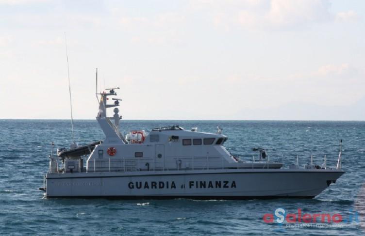 Blitz della sezione navale della Finanza, pescavano illegalmente nel Golfo di Salerno - aSalerno.it