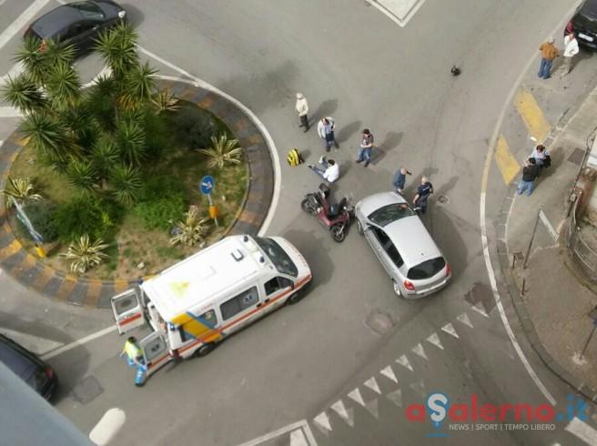 FOTO – Incidente alla rotatoria di via Silvio Baratta - aSalerno.it