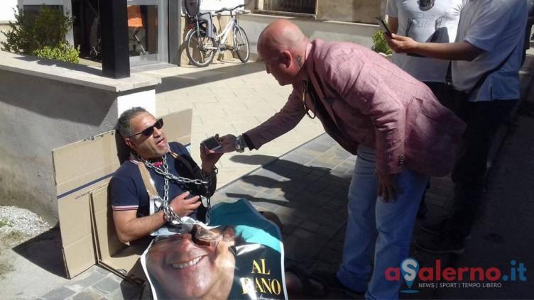 Agropoli, l'attore Anaclerico s'incatena per parlare con Albano - aSalerno.it