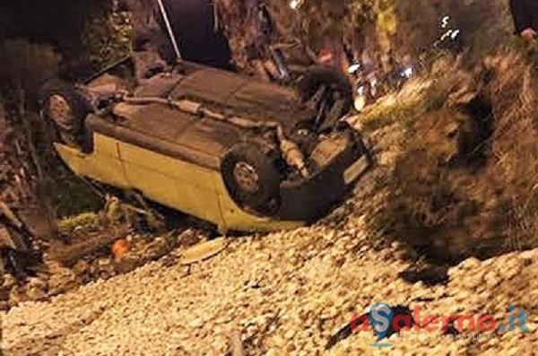 FOTO – Si ribalta con l'auto all'altezza di Siniscalchi nella zona industriale - aSalerno.it