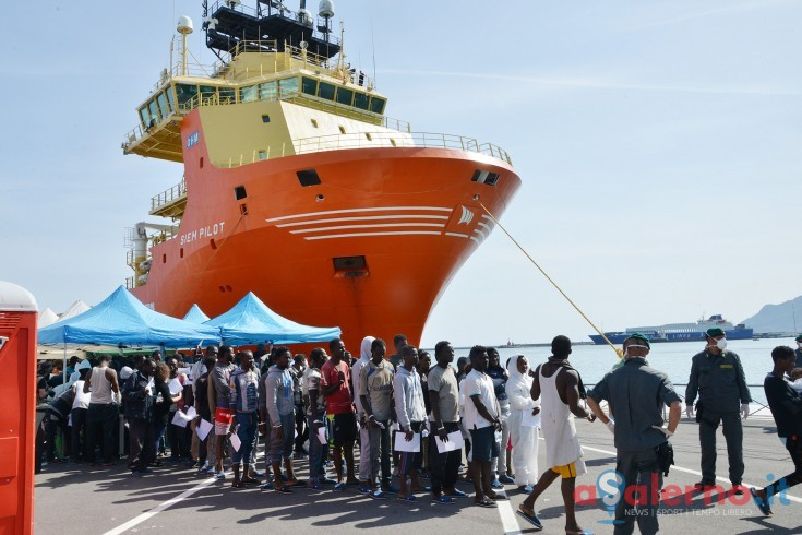 Nuovo sbarco di migranti al porto di Salerno - aSalerno.it