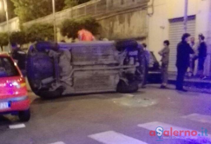 FOTO – Incidente nella notte nell'incrocio di piazza San Francesco - aSalerno.it