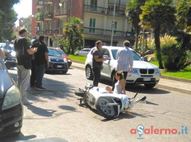 Incidente tra auto e moto in via Torrione, ferita una ragazza - aSalerno.it