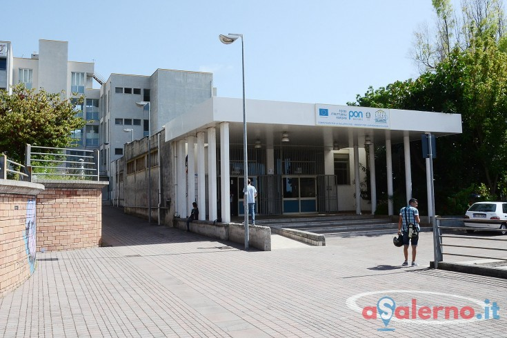 Liceo de sanctis mancano i fondi necessari per l acquisto for Acquisto sedie