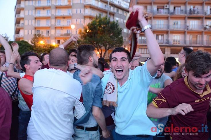 Festa granata, tifosi in visibilio in piazza Casalbore - aSalerno.it