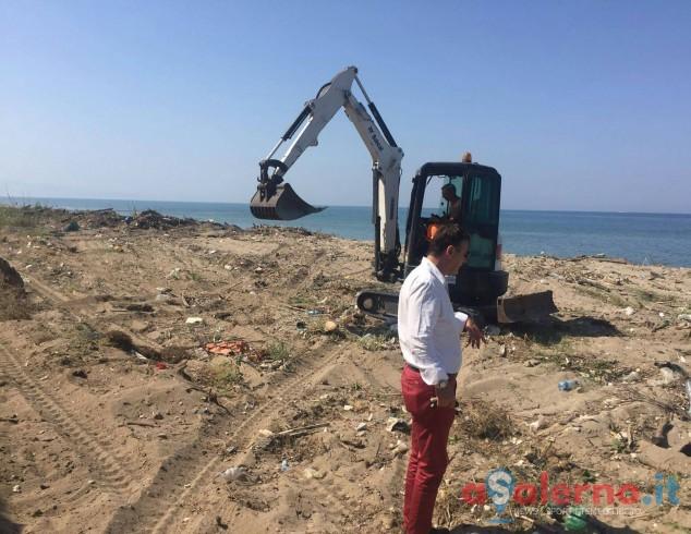 Nuove operazioni di pulizia sulle spiagge del litorale di Pontecagnano - aSalerno.it