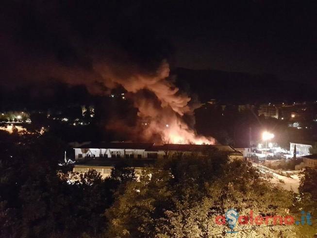 Incendio nell'area ex Mcm di Fratte, indagini sulle cause - aSalerno.it