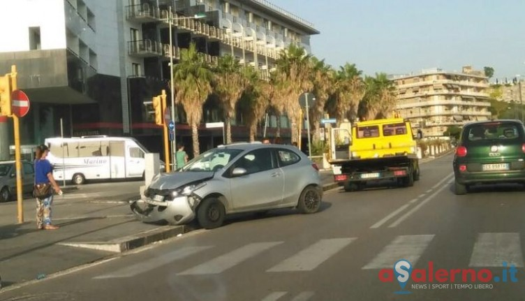 Incidente all'altezza del Grand Hotel Salerno, traffico e disagi - aSalerno.it