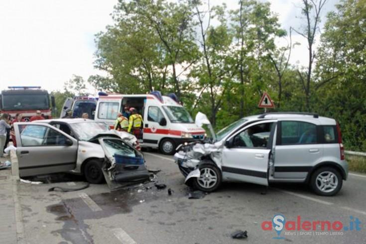 Panda contro Punto, frontale lungo via Giulio Pastore: 2 feriti trasportati al Ruggi - aSalerno.it